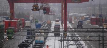 – Urealistisk å legge ned grunnlaget for all godstransport på bane