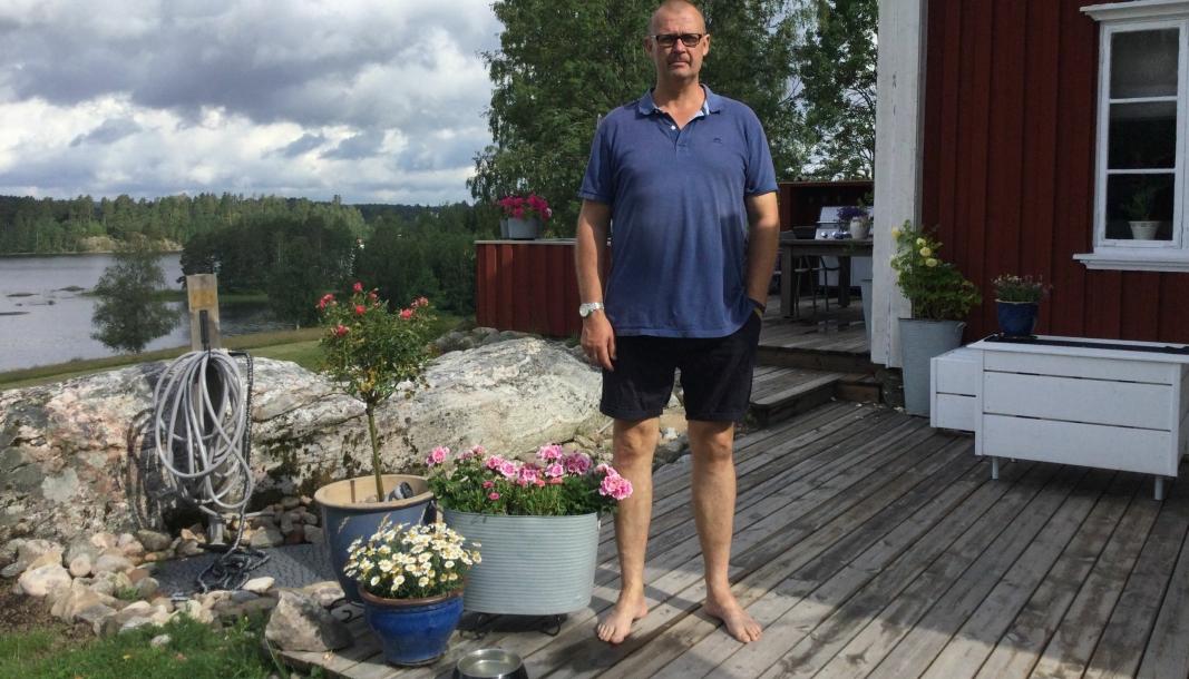 Geir Olav Hernæs ferierer på «Hämester», hjemme på gården i Värmland. Her senker en av de som best kan belyse markedsutviklingen innen global sjøfrakt, skuldrene. For snart er han tilbake i et marked i krise.