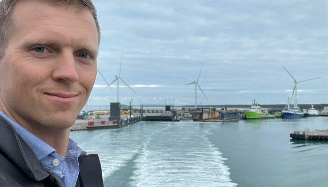 Markedssjef Mathias Bernander i Kristiansand Havn på vei til Hirtshals havn og utvekslinger om sjøveis gods, transport og logistikkløsninger.
